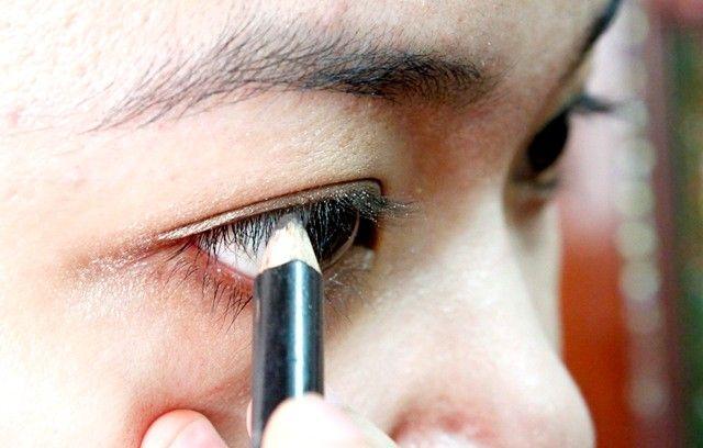 Prent getiteld Doen eyeliner Stap 5 1