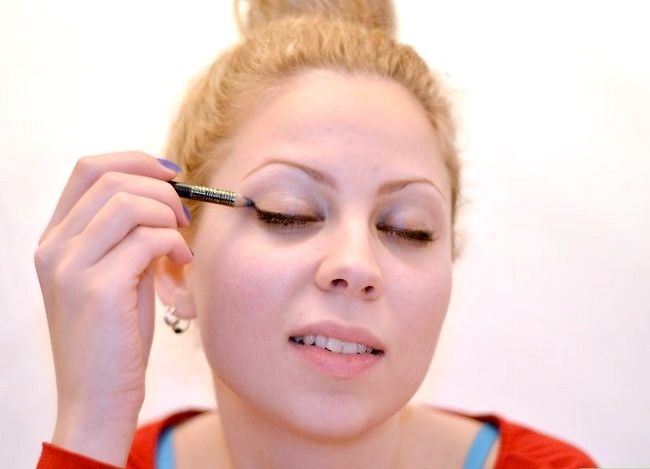 Prent getiteld Pas Ballet Make-up Stap 6 toe