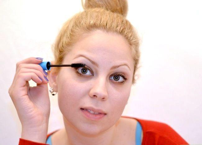 Prent getiteld Doen Ballet Make-up Stap 7