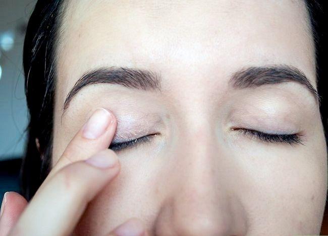 Prent getiteld Gebruik Rainbow Eyeshadow Stap 1
