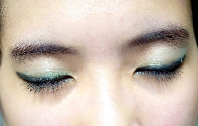 Prent getiteld Doen Basiese Disney Princess Make-up Stap 17