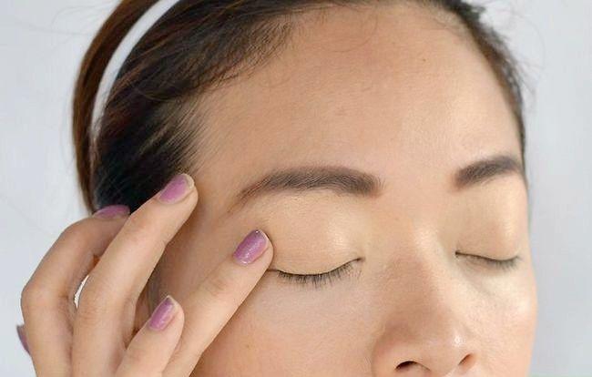 Prent getiteld Doen aand Makeup Stap 4