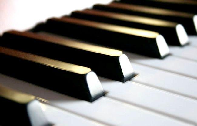 Hoe om te leer om klavier in `n paar minute te speel
