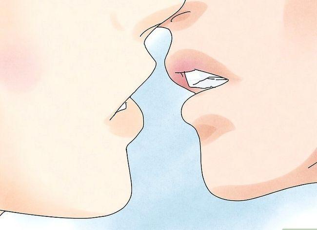 Prent getiteld Kiss Passionately Stap 7