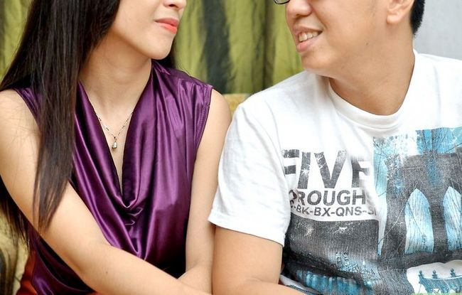 Beeld getiteld Kiss when You`re Shy, but Your Partner`s Shier Step 3