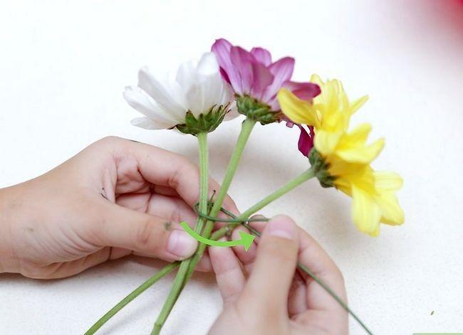 Prent getiteld Maak `n blom kroon Stap 15