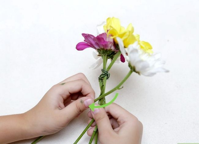 Prent getiteld Maak `n blom kroon Stap 17