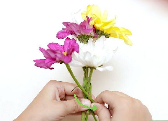 Prent getiteld Maak `n blom kroon Stap 19