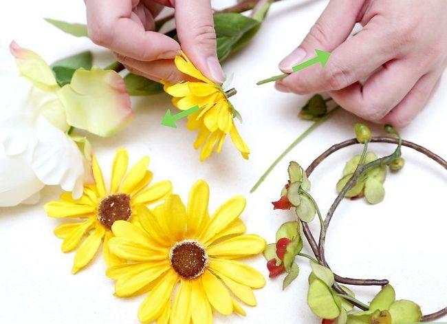 Prent getiteld Maak `n blom kroon Stap 28
