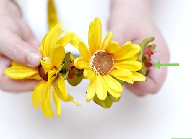 Prent getiteld Maak `n blom kroon Stap 33