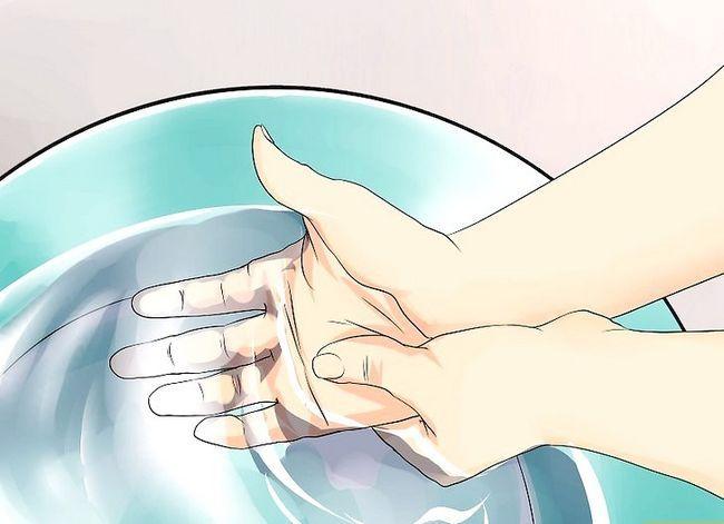 Beeld getiteld Cure Atleet`s Foot Naturally Step 11