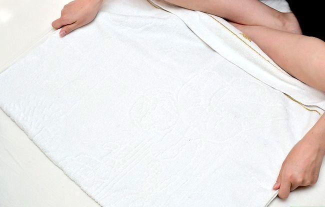 Prent getiteld Massage a Baby Step 3
