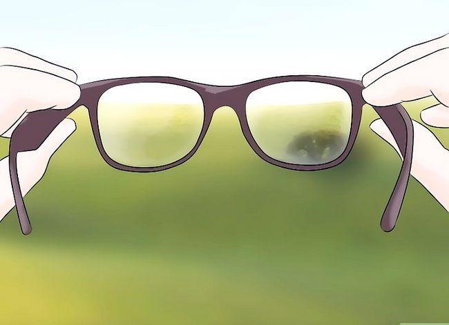 Prent getiteld Get rid of Eye Floaters Stap 11