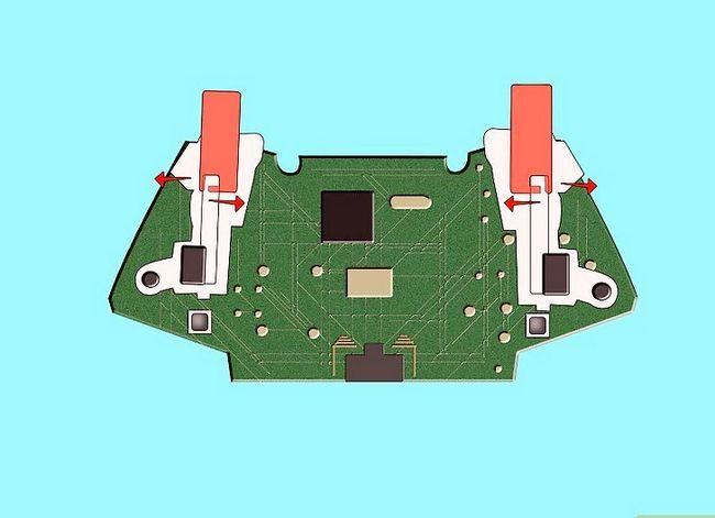 Prent getiteld Ontkoppel `n Wireless Xbox 360-kontroleerder vir die skildery van Stap 15