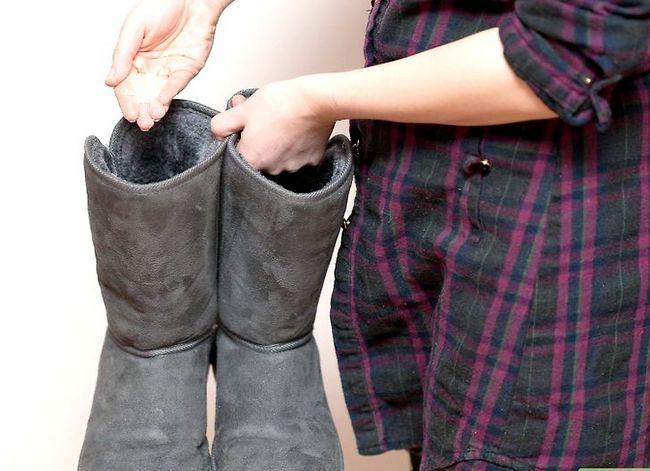 Prent getiteld Deodorize Ugg Boots Stap 5