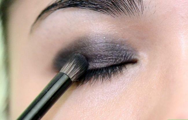 Prent getiteld Doen Gothic Eye Make Up Stap 3