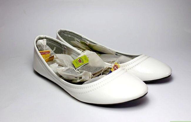 Prent getiteld Gebruik huishoudelike items om skoen reuke te verwyder. Stap 1