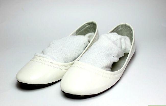 Prent getiteld Gebruik huishoudelike items om skoengeur te verwyder. Stap 4