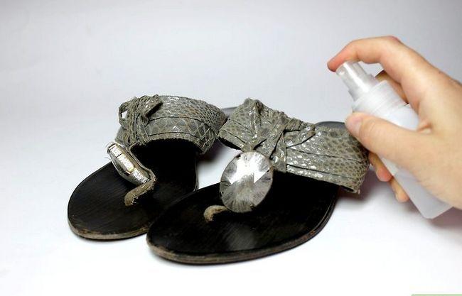 Prent getiteld Gebruik huishoudelike items om skoengeur te verwyder. Stap 5