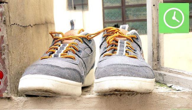 Prent getiteld Freshen Smelly Shoes Stap 2