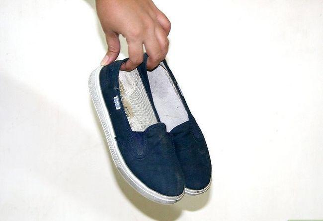Prent getiteld Verwyder reuk van jou skoene met baksoda stap 3