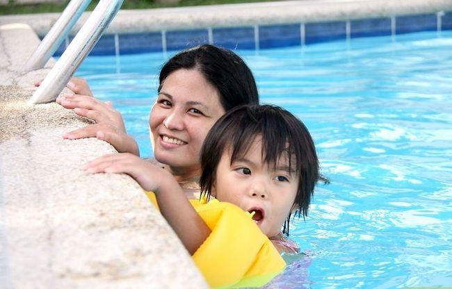 Prent getiteld Leer jou kind om Stap 4 te swem