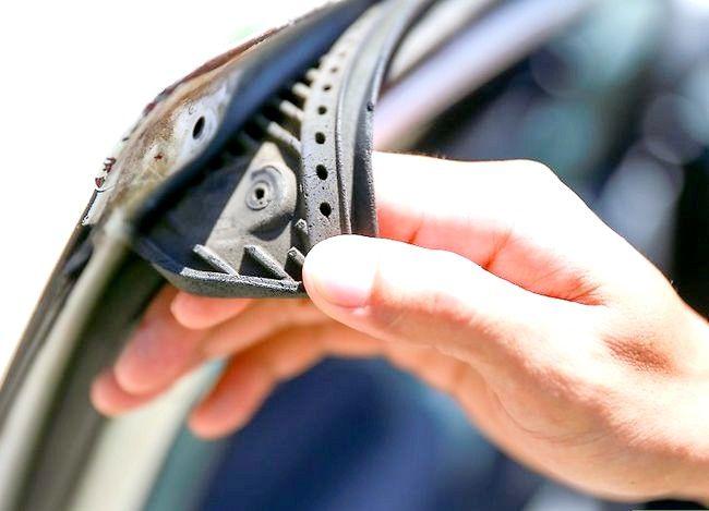 Hoe om te verhoed dat motordeure deur vries vassteek word