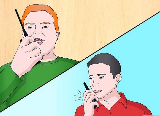 Prent getiteld Talk on a Radio (Walkie Talkie) Stap 11