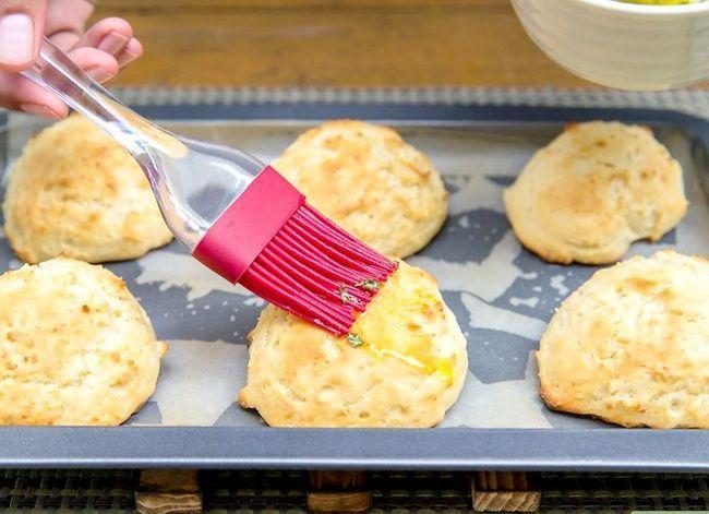 Prent getiteld Maak Rooi Kreef`s® Cheddar Biscuits Step 7