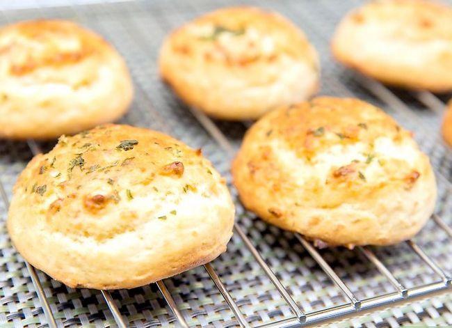 Prent getiteld Maak Rooi Kreef`s® Cheddar Biscuits Step 8