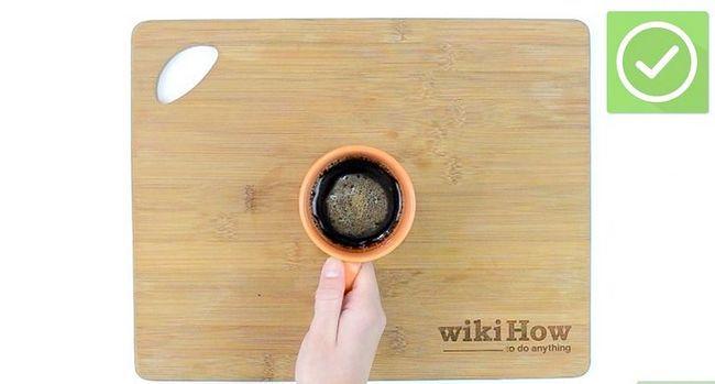 Prent getiteld Maak koffie sonder `n koffiemaker Stap 24