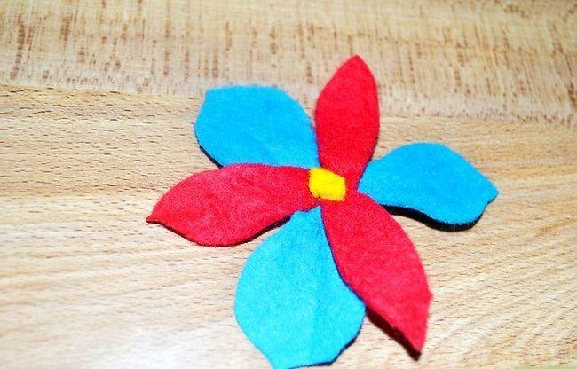 Prent getiteld Make Felt Flowers Intro