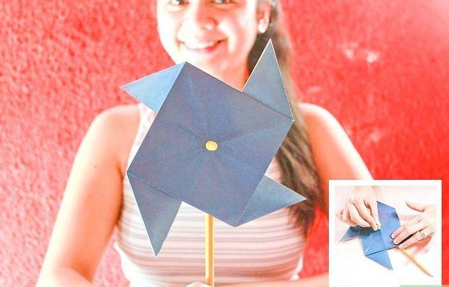 Prent getiteld Maak `n Origami Pinwheel Stap 12