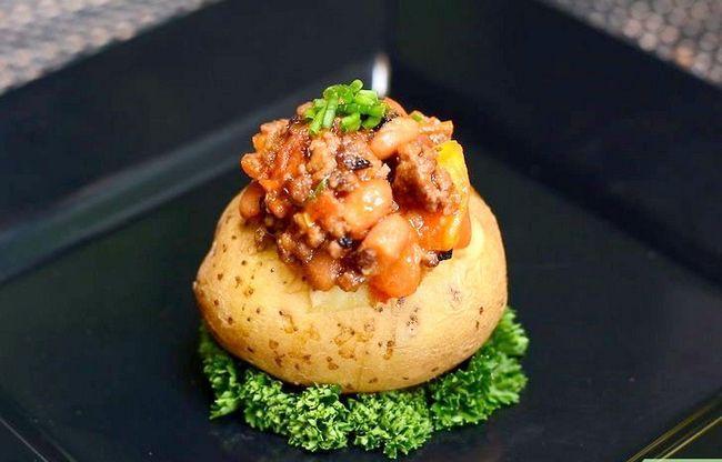Prent getiteld Maak `n Gevulde Aardappel Met Chilli With Meat Intro