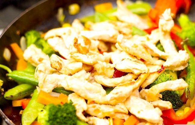 Prent getiteld Maak Chicken Stir Fry Stap 6