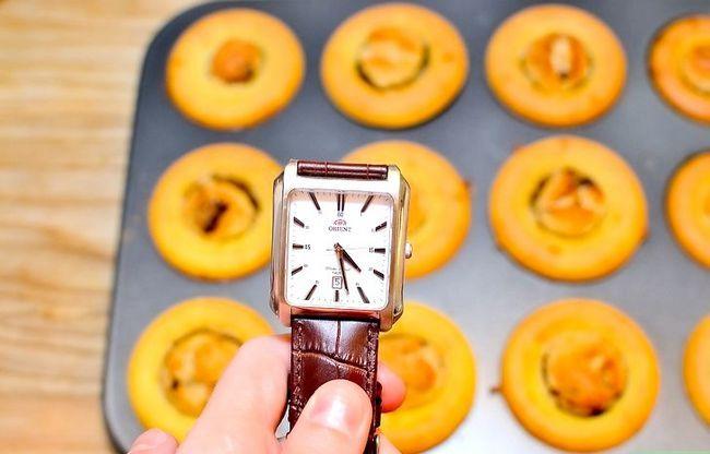 Prent getiteld Maak Sjokolade Chip Koekie Deeg Cupcakes Stap 19