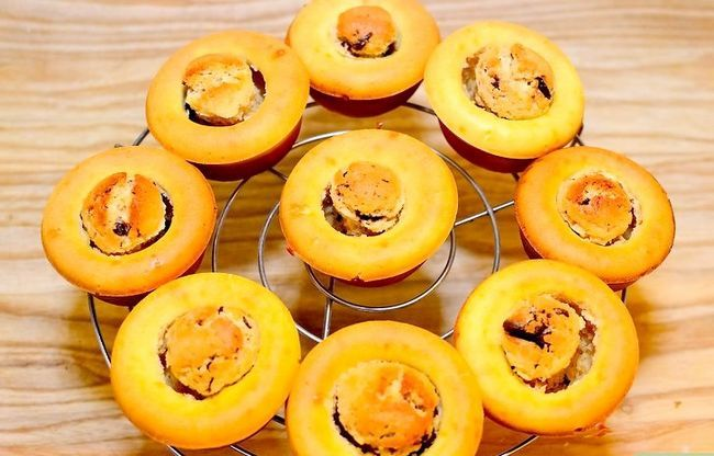 Prent getiteld Maak Sjokolade Chip Koekie Deeg Cupcakes Stap 20