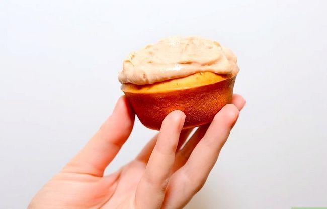 Prent getiteld Maak Sjokolade Chip Koekie Deeg Cupcakes Stap 25
