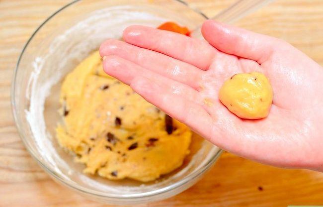 Prent getiteld Maak Sjokolade Chip Koekie Deeg Cupcakes Stap 7