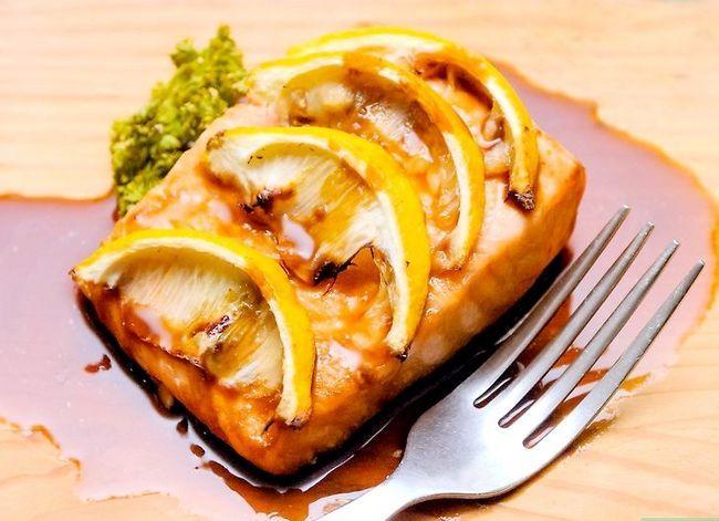 Image getiteld Grill Salmon op `n natuurlike Cedar Plank Finaal