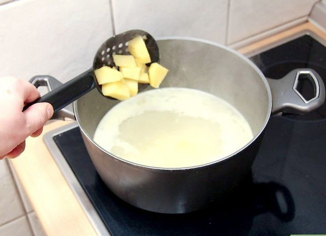 Prent getiteld Maak Aartappelsop. Stap 25
