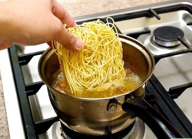 Prent getiteld Make Chicken Noodle Soup Stap 11