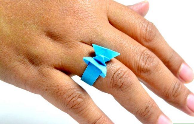 Prent getiteld Maak `n ring uit papier Stap 28