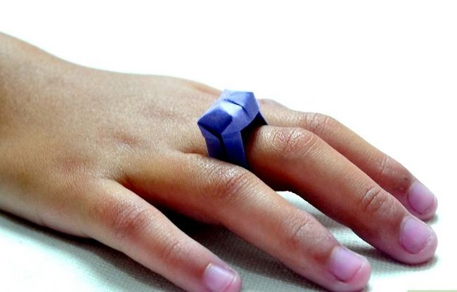 Prent getiteld Maak `n ring uit papier Stap 10