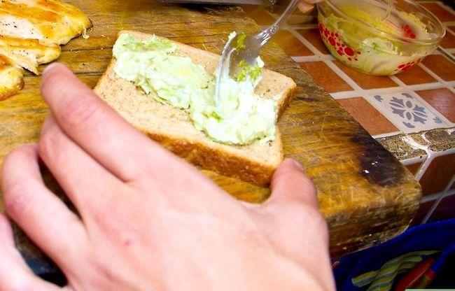 Prent getiteld Maak `n Gegrilde Hoender Sandwich Club Stap 4