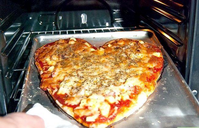 Prent getiteld Maak `n Hartvormige Pizza Stap 7