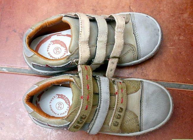 Prent getiteld Pas jou kind vir skoene aan Stap 1