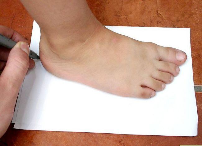 Prent getiteld Pas jou kind vir skoene aan Stap 4