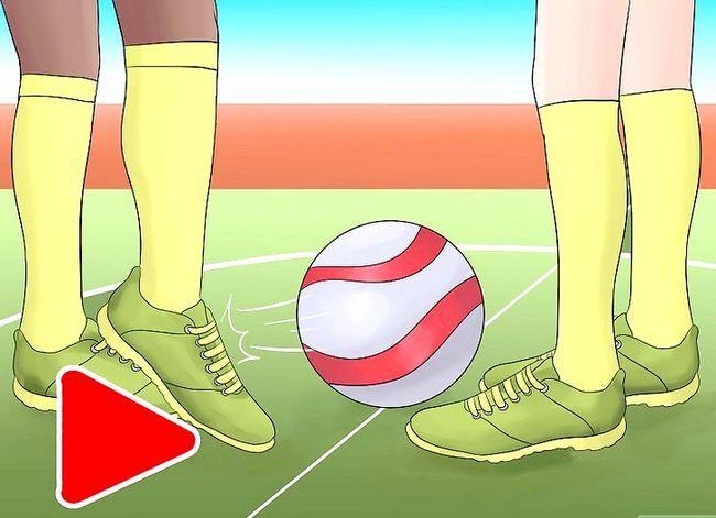 Prent getiteld Play Indoor Soccer Stap 4