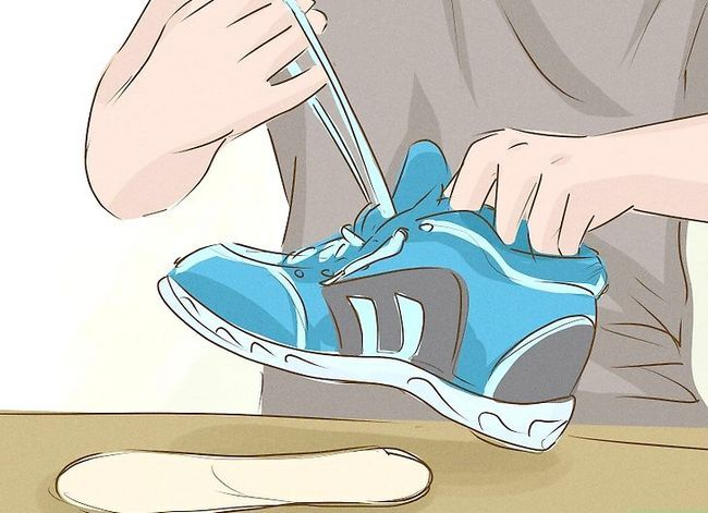 Prent getiteld Was Gym Shoes Stap 1